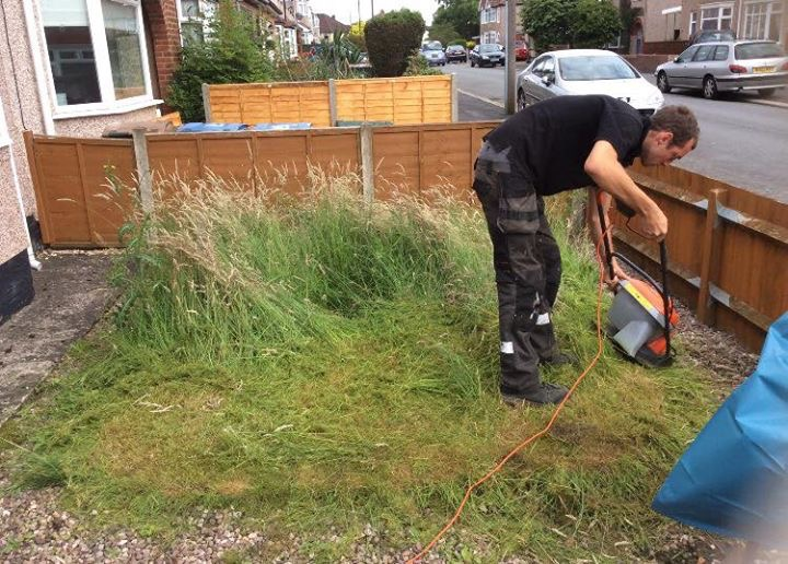 Astrotastic fake lawn installer